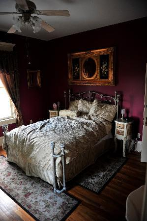 Gibson Mansion Bed and Breakfast: Sunset room