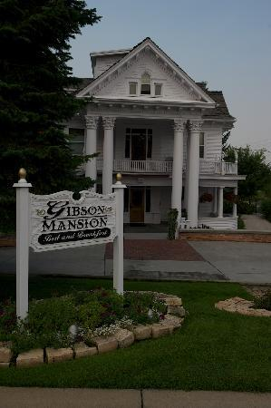Gibson Mansion Bed and Breakfast: The entrance