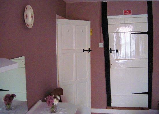 Pilgrims Rest: ancient doors in room 3