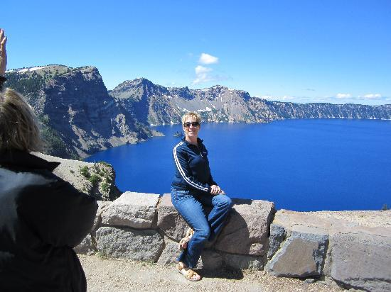 Crater Lake Lodge: Me in front of Crater Lake. it really is that blue!