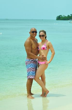 Sandals Negril Beach Resort & Spa: Enjoying the beach!