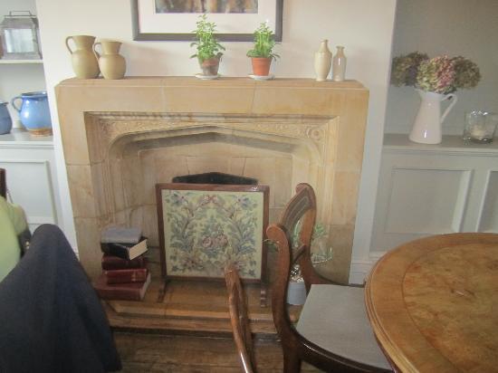 Falcon Inn: wonderfull Painswick fireplace,