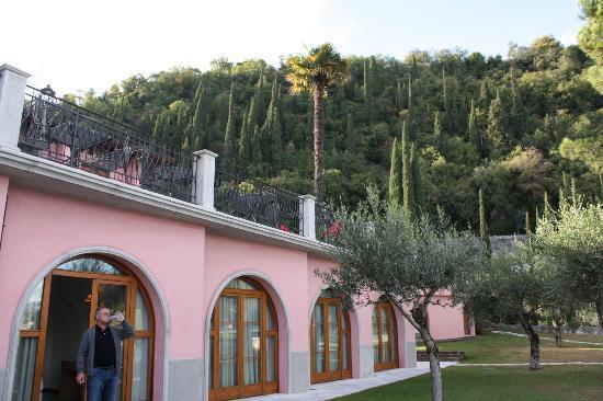 Hotel Villa Maria Au Lac: Outside our rooms