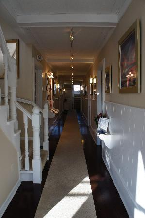 Parsons Post House Inn: The main hallway