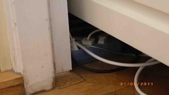 Pension Riedl: Wiring under the bed.