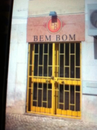 Bem Bom: Doesn't look much from the outside !