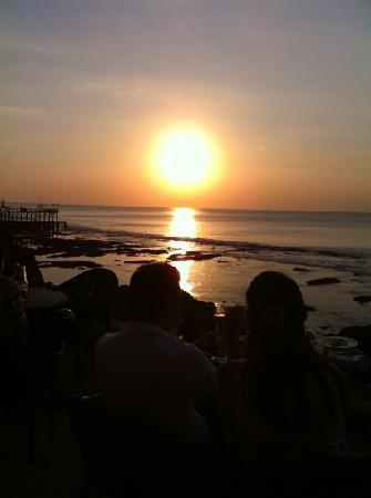 กรีน การ์เด้น บีช รีสอร์ท แอนด์ สปา: Bali sunset