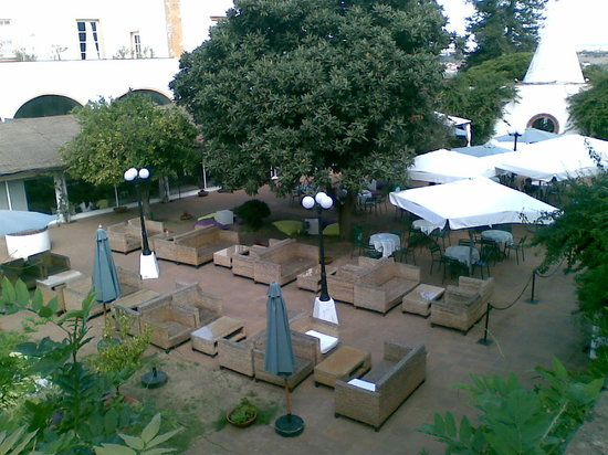 Jardim do Paco : jardin y sofas
