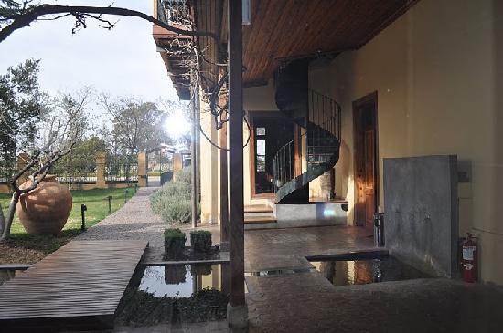 Club Tapiz Hotel: View toward restaurant