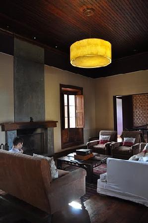 Club Tapiz Hotel: Library Lounge