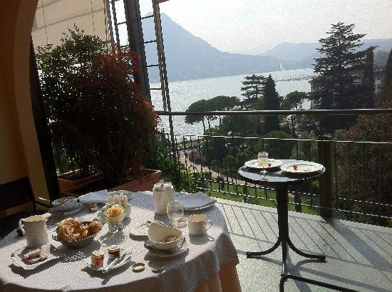 Grand Hotel Villa Castagnola: Delicious breakfast on the balcony!