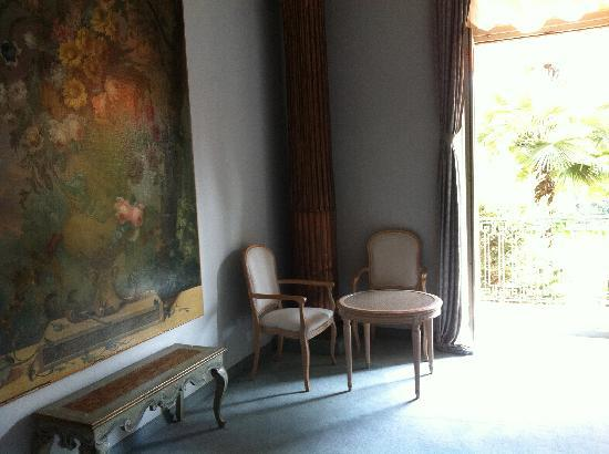 Grand Hotel Villa Castagnola: Beautiful furniture through out.
