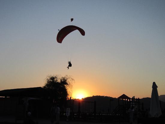 Villa Beldeniz: paraglider