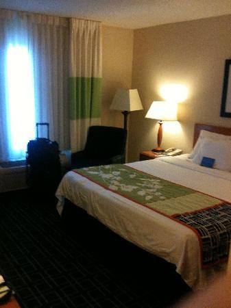 Fairfield Inn & Suites Roswell: Room, includes coffee maker, microwave and refrigerator