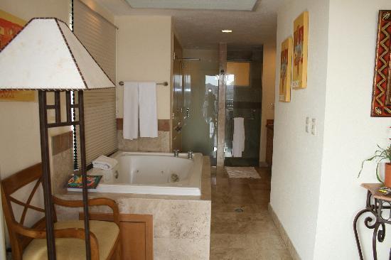 Villa del Arco Beach Resort & Spa Cabo San Lucas: Master bathroom