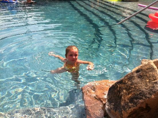 Villa del Arco Beach Resort & Spa Cabo San Lucas: Daughter enjoying the pool