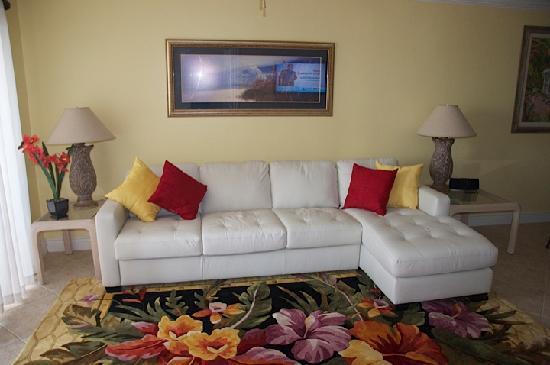 Carlos Pointe Beach Club Condominiums: Living room