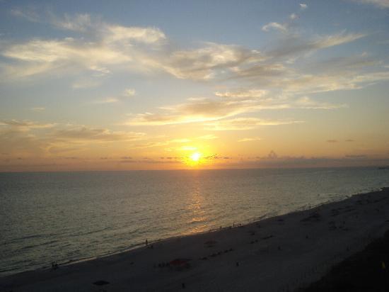 ลองบีชรีสอร์ท: Evening Sunset