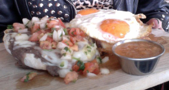The Waldorf Hotel: my DELICIOUS molletes!!