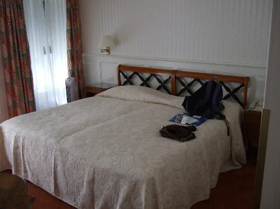 Hotel Wilden Mann: Bed in room