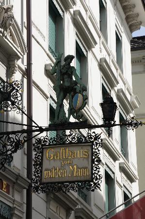 Hotel Wilden Mann: Hotel sign