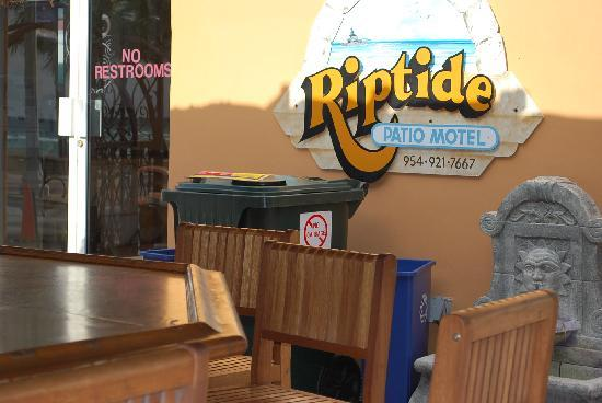 Riptide Hotel: Entry to the offfice