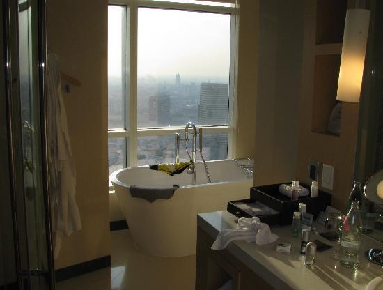 โรงแรม เซ็นทาราแกรนด์ แอท เซ็นทรัลเวิลด์: Magnifique salle de bain