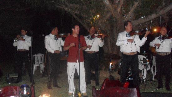 Villa Magnolia B&B: mariachi