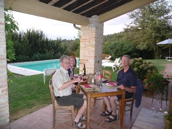 Casale San Bartolomeo: Husband Dave and our friends Dave and Wendy enjoying dinner on the patio.