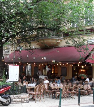 เจอร์ลอคซี รูม ดีลักซ์: Charming outdoor cafe