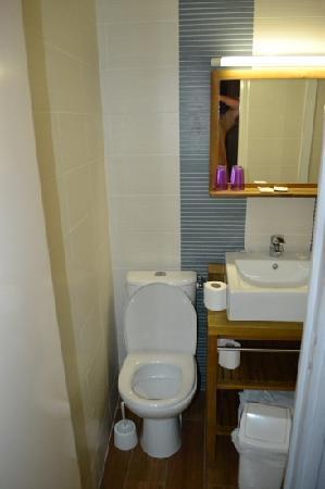 Hotel Jeanne d'Arc: bathroom