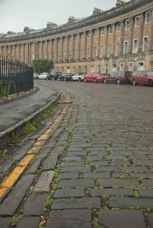 Royal Crescent: Old cobblestone street