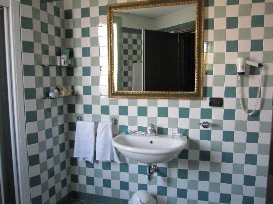 Hotel Da Vinci: Salle de bain de la chambre