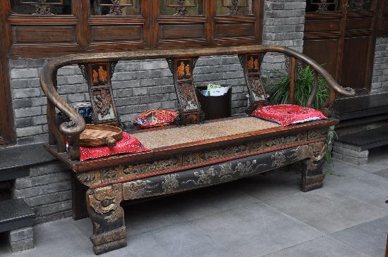 Kellys Courtyard: beautiful furniture