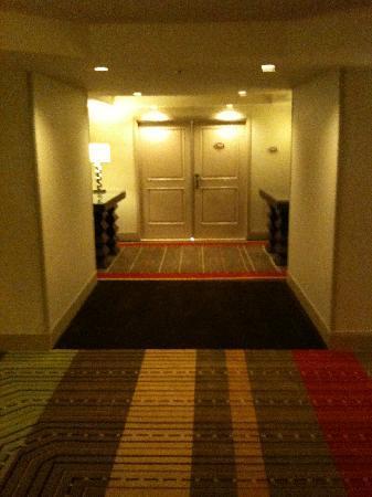 ทีไอ-เทรชเชอร์ ไอส์แลนด์ โฮเต็ล แอนด์ คาสิโน: Entrance to Executive Suite # 26-038