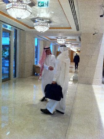 The Ritz-Carlton, Dubai International Financial Centre: Simple Looby