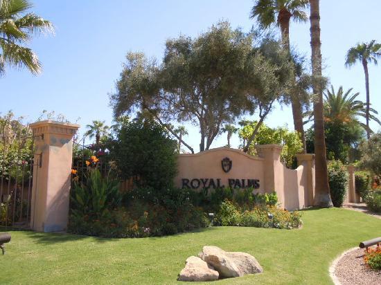 Royal Palms Resort and Spa: Enterance