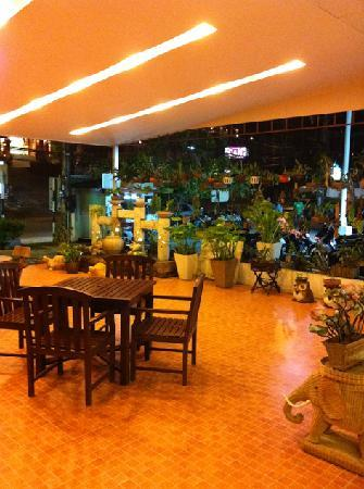 Lemongrass Hotel: Cafe & Bar Area