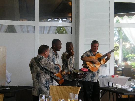 Melia Península Varadero: cuban band playing at lunch time