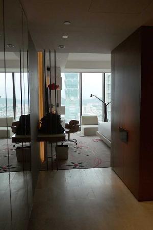ดับเบิ้บยู ไทเป: From the door of the room, you can see part of Taipei 101