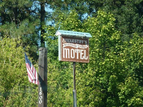 Bindlestiff's Riverside Cabins: Look closely for sign or you might miss the turn like we did.