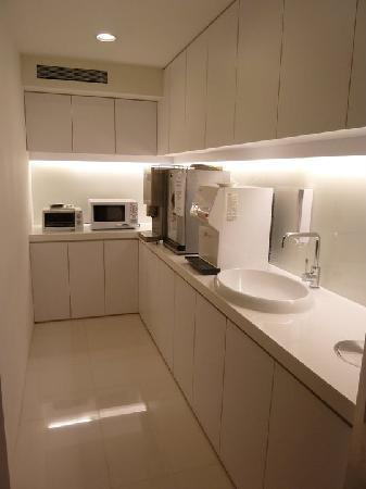 CityInn Hotel Plus - Ximending Branch: B1 floor Pantry