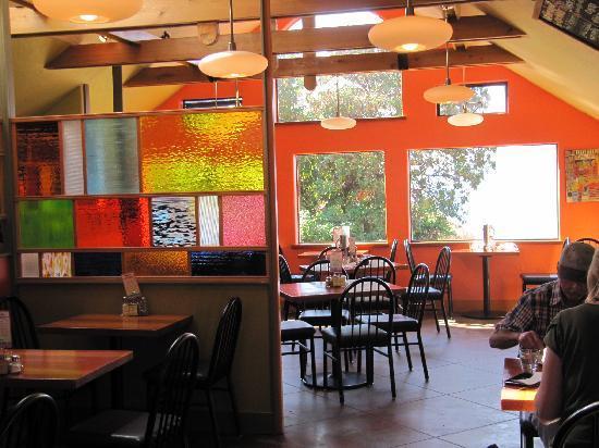 Rock Salt Restaurant & Cafe: Colourful interior!