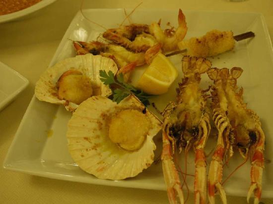 Allo Scudo D'Orlando: メインの魚介類網焼き