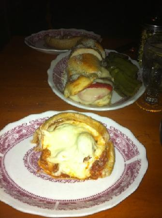 Chicago Pizza & Oven Grinder: pizza pie and a grinder