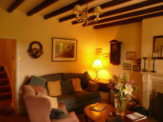 Mount Pleasant Farm B&B: The lounge/Users/patriciakelsall/Pictures/iPhoto Library/Originals/2011/15:08:2011/P1040984.JPG