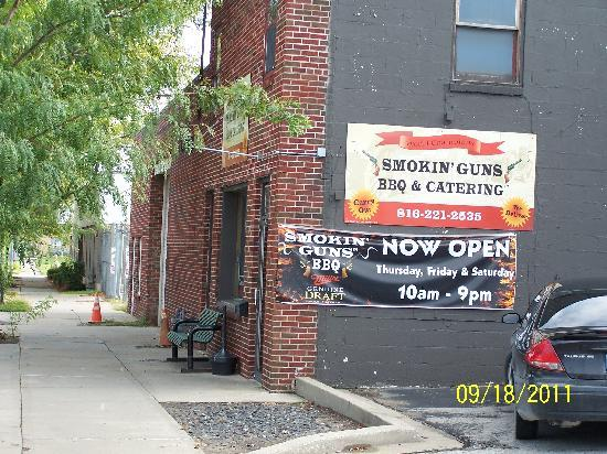 Smokin' Guns BBQ: Smokin' Guns