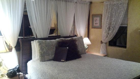 Casa Sedona Inn: Serena Vista room
