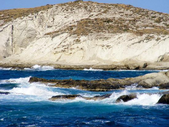 En Milo: Milos coastline