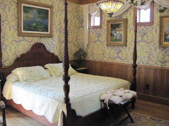 Nagle Warren Mansion Bed and Breakfast: Marie room 5